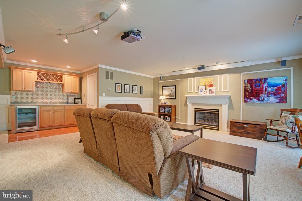 Cozy Space with Gas Fireplace and Wet Bar - 42834 MEANDER CROSSING CT, BROADLANDS