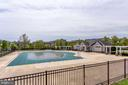 Great Community living w/ pool - 25647 S VILLAGE DR, CHANTILLY