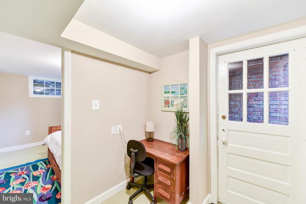 Walk-up exterior basement door - 1800 HUNTING COVE PL, ALEXANDRIA