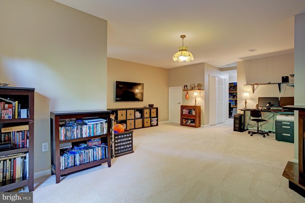 New carpet - 6900 COMPTON VALLEY CT, CENTREVILLE