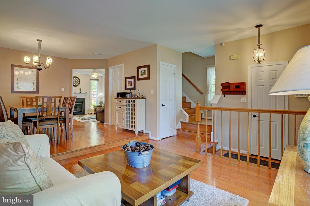 Gorgeous hardwood floors throughout main level - 6900 COMPTON VALLEY CT, CENTREVILLE
