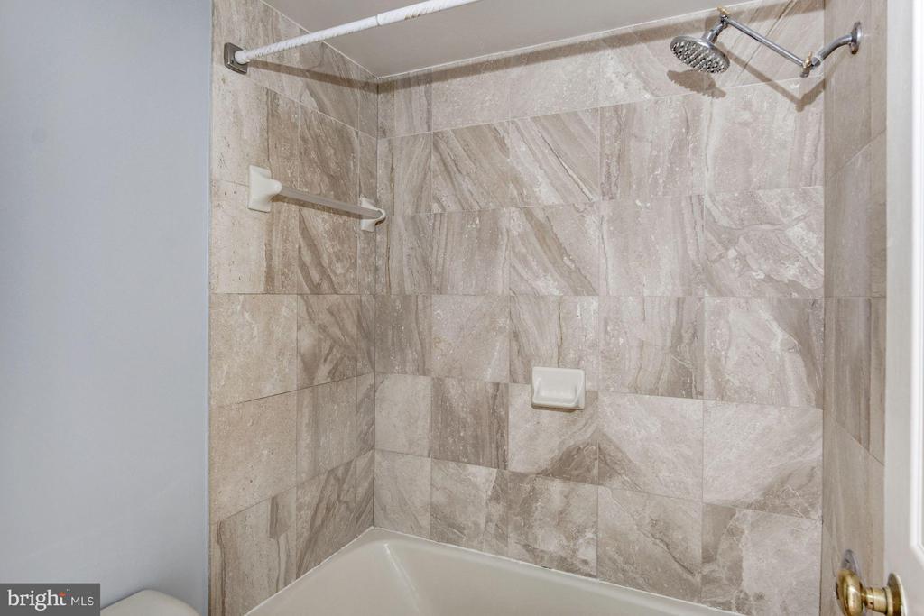 Upgraded shower - 601 PENNSYLVANIA AVE NW #1004N, WASHINGTON