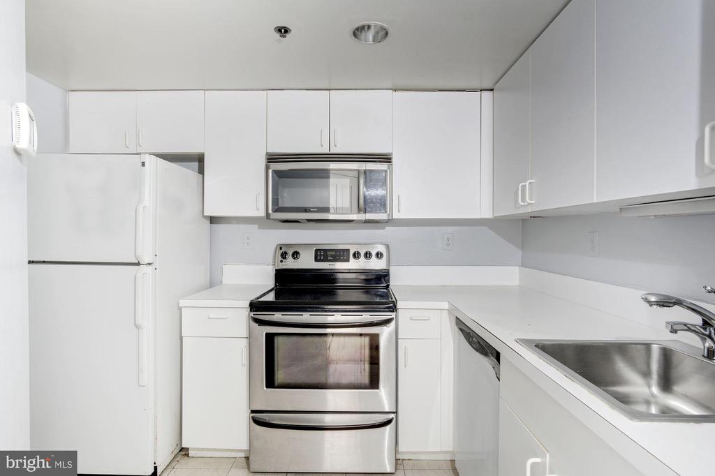 Nicely upgraded kitchen - 601 PENNSYLVANIA AVE NW #1004N, WASHINGTON