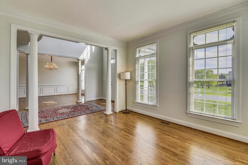 Living room has beautiful views of the countryside - 42324 BIG SPRINGS CT, LEESBURG