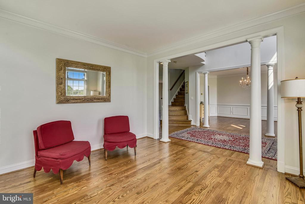 Refinished hardwood floors throughout main level - 42324 BIG SPRINGS CT, LEESBURG