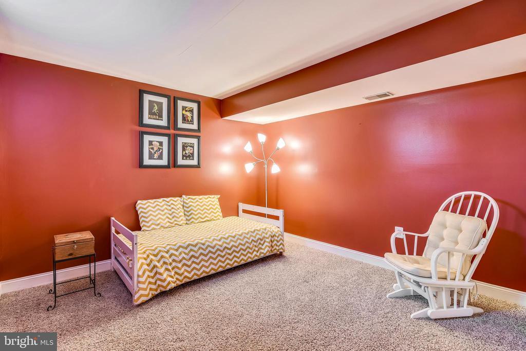 Bonus room can serve as extra BR or in-law suite - 42324 BIG SPRINGS CT, LEESBURG