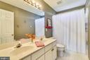 Upstairs hall bathroom with double sinks - 42324 BIG SPRINGS CT, LEESBURG