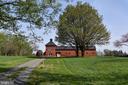 Scenic barn in community - 42324 BIG SPRINGS CT, LEESBURG