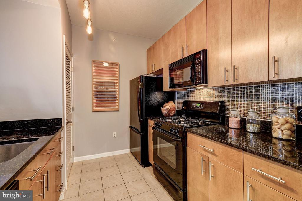 Gourmet kitchen with gas cooking - 715 6TH ST NW #1003, WASHINGTON