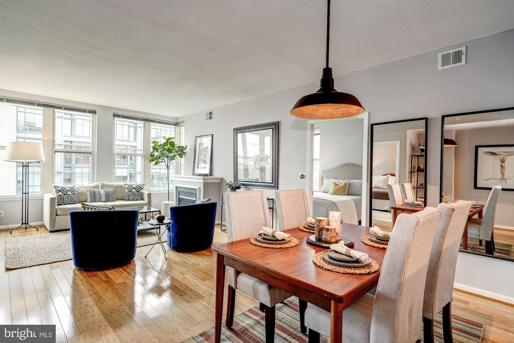Bright, spacious, with gleaming bamboo floors - 715 6TH ST NW #1003, WASHINGTON