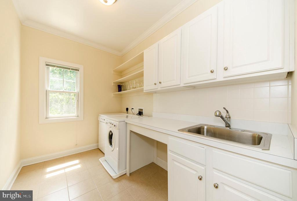Laundry Room/Mud Room - 7919 N PARK ST, DUNN LORING
