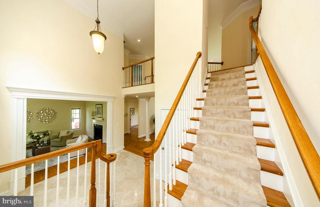 Upper Stairs - 7919 N PARK ST, DUNN LORING