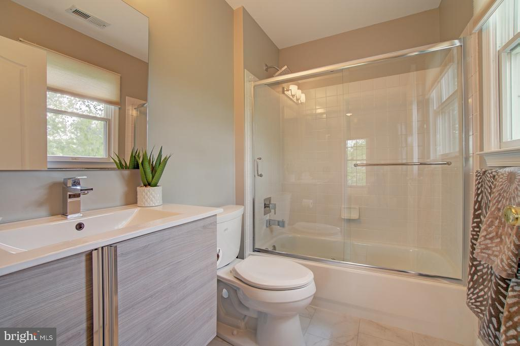 Renovated Princess Bedroom Bathroom. - 10753 BLAZE DR, RESTON