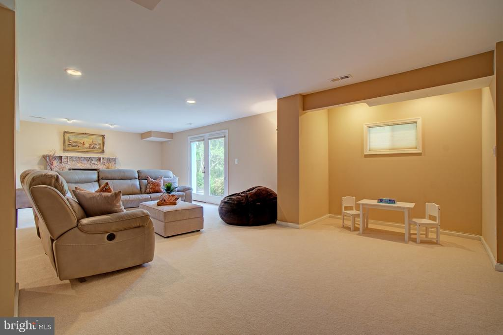 High ceilings, door and windows; light and bright! - 10753 BLAZE DR, RESTON