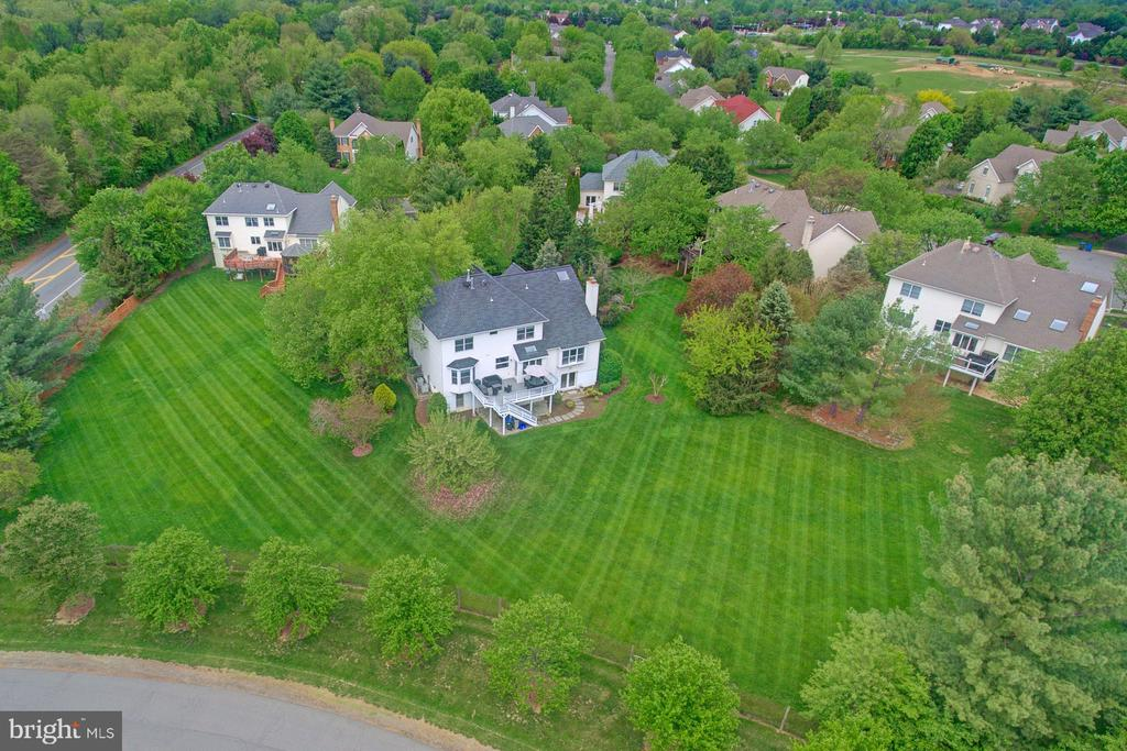Sought after community of Meadows at Great Falls. - 10753 BLAZE DR, RESTON