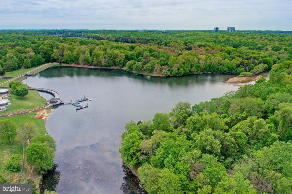 Very short distance to Lake Fairfax; boat, hike... - 10753 BLAZE DR, RESTON