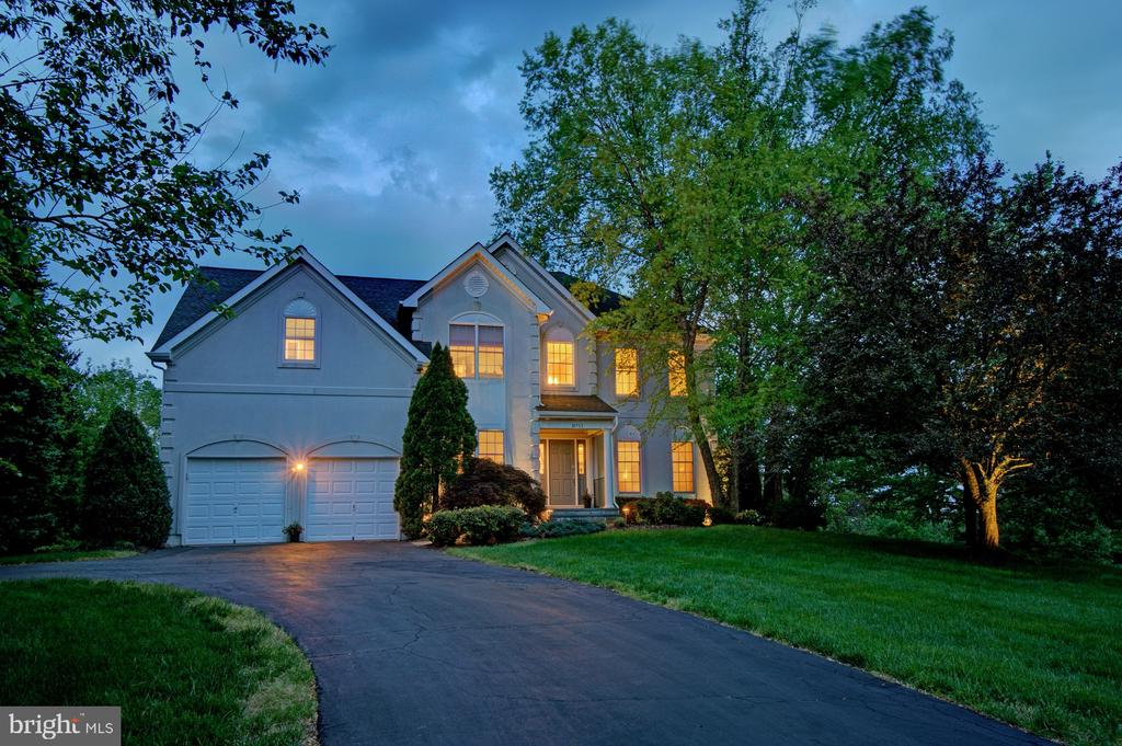 Great opportunity to own such a gorgeous home. - 10753 BLAZE DR, RESTON