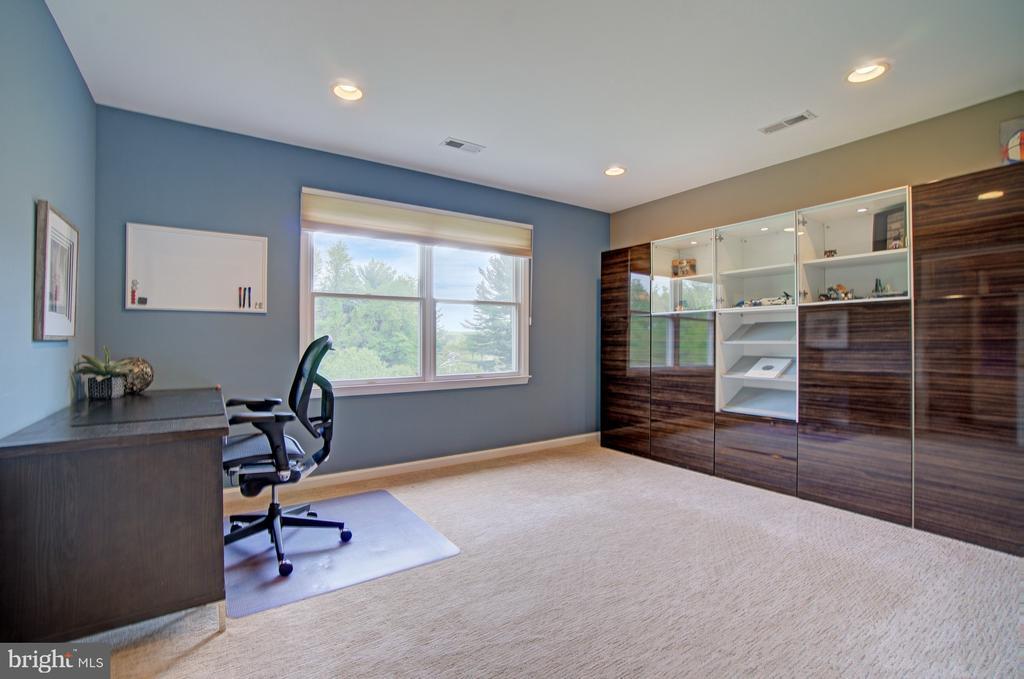 BR 4 upper level shares a Jack and Jill Bathroom. - 10753 BLAZE DR, RESTON