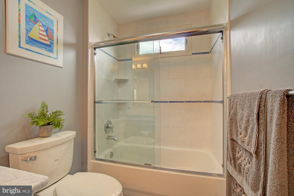 Fabulous quality renovations in all 3 upper baths. - 10753 BLAZE DR, RESTON