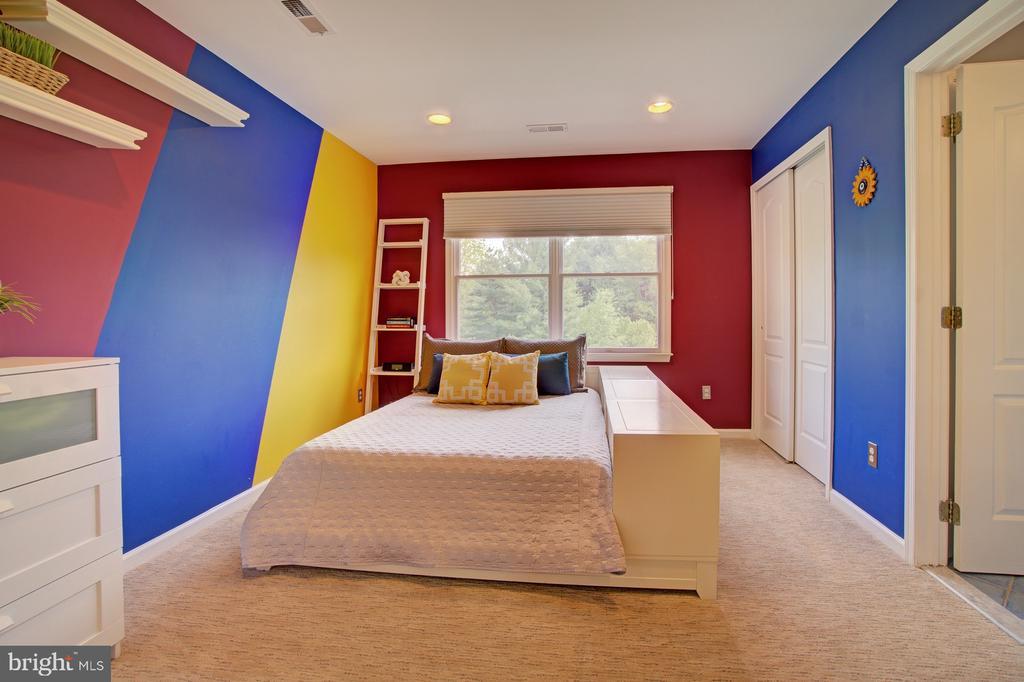 BR 3 upper level shares a Jack and Jill Bathroom. - 10753 BLAZE DR, RESTON