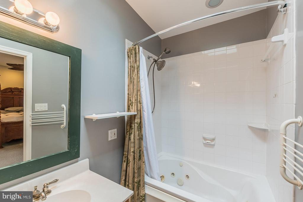 Full Bath - 7425 TILLMAN DR, FALLS CHURCH