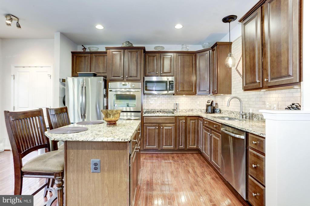 Upgraded Gourmet Kitchen - 3814 HANSBERRY CT NE, WASHINGTON