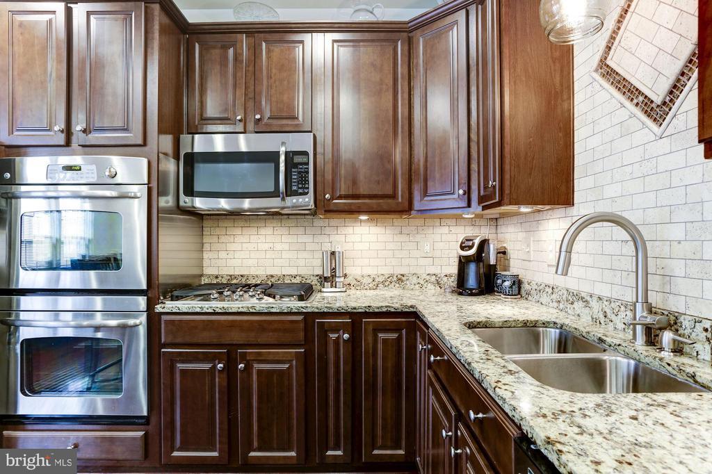 Granite Counters with Travertine Tile - 3814 HANSBERRY CT NE, WASHINGTON
