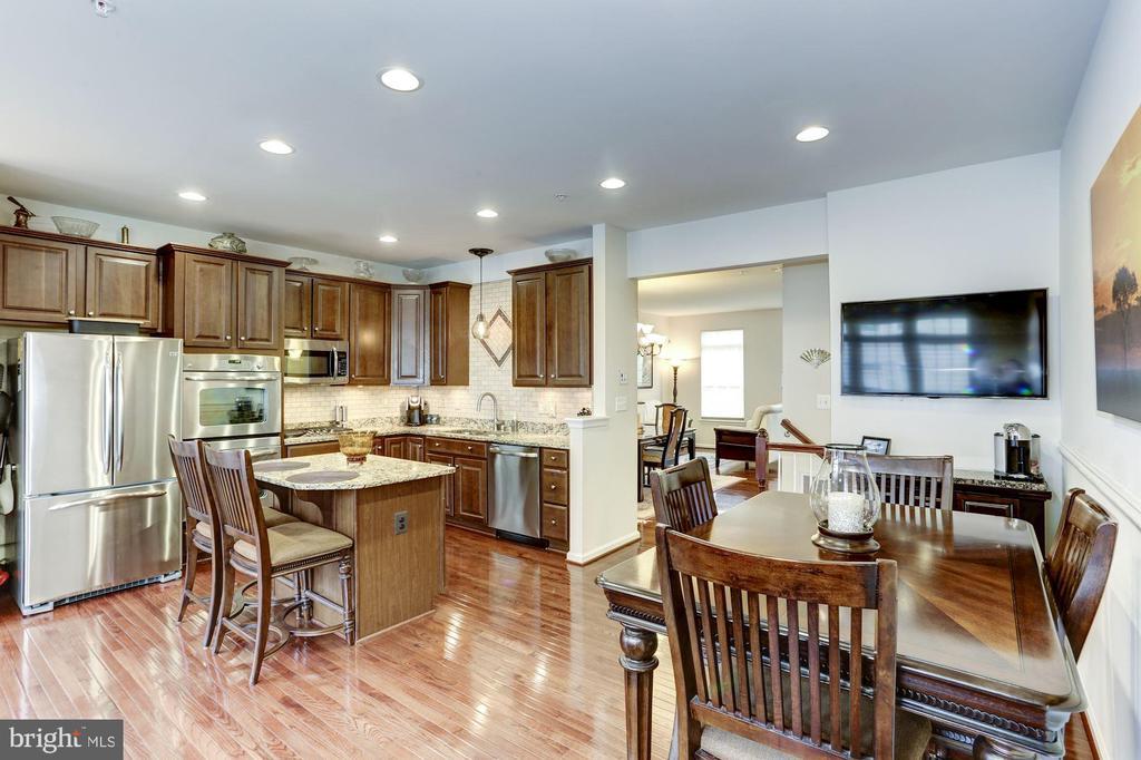 Open to Family Room - 3814 HANSBERRY CT NE, WASHINGTON