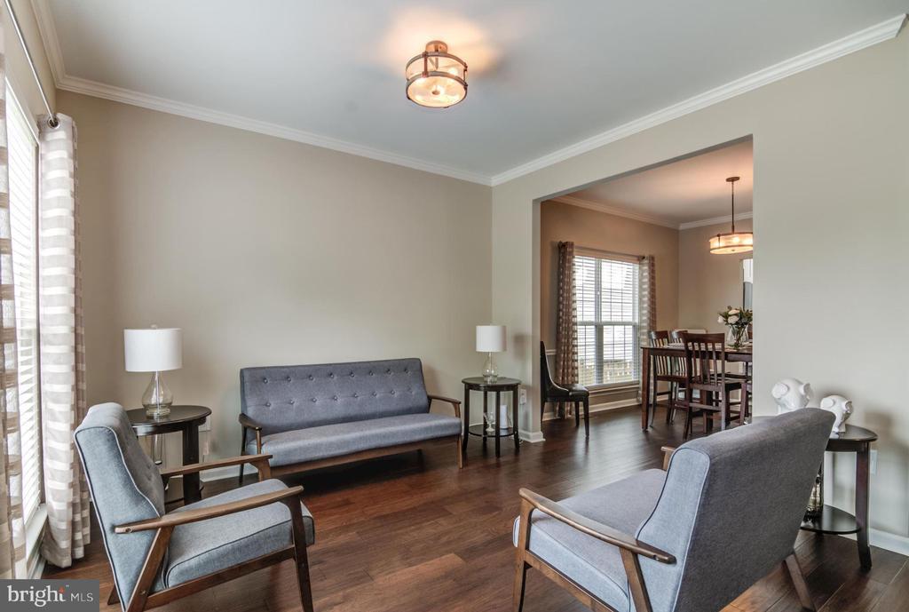 Living room opens to dining room - 15536 BOAR RUN CT, MANASSAS