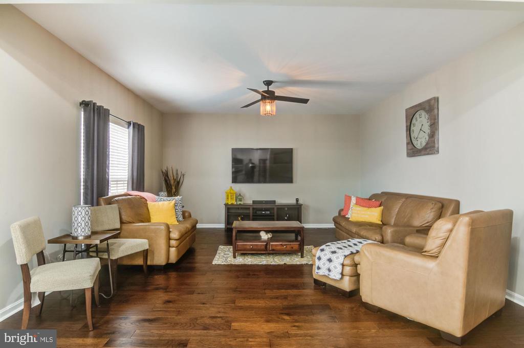 Family room - 15536 BOAR RUN CT, MANASSAS
