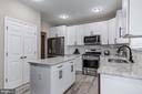Kitchen island and subway tile backsplash - 15536 BOAR RUN CT, MANASSAS