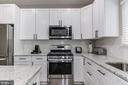 Stainless steel appliances - 15536 BOAR RUN CT, MANASSAS