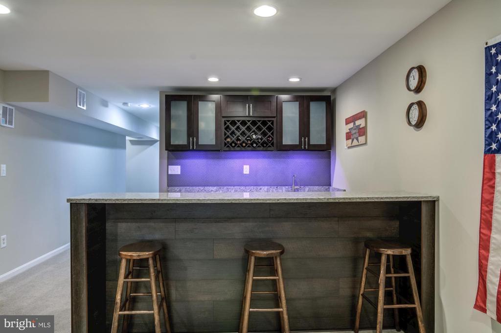 Basement bar - 15536 BOAR RUN CT, MANASSAS
