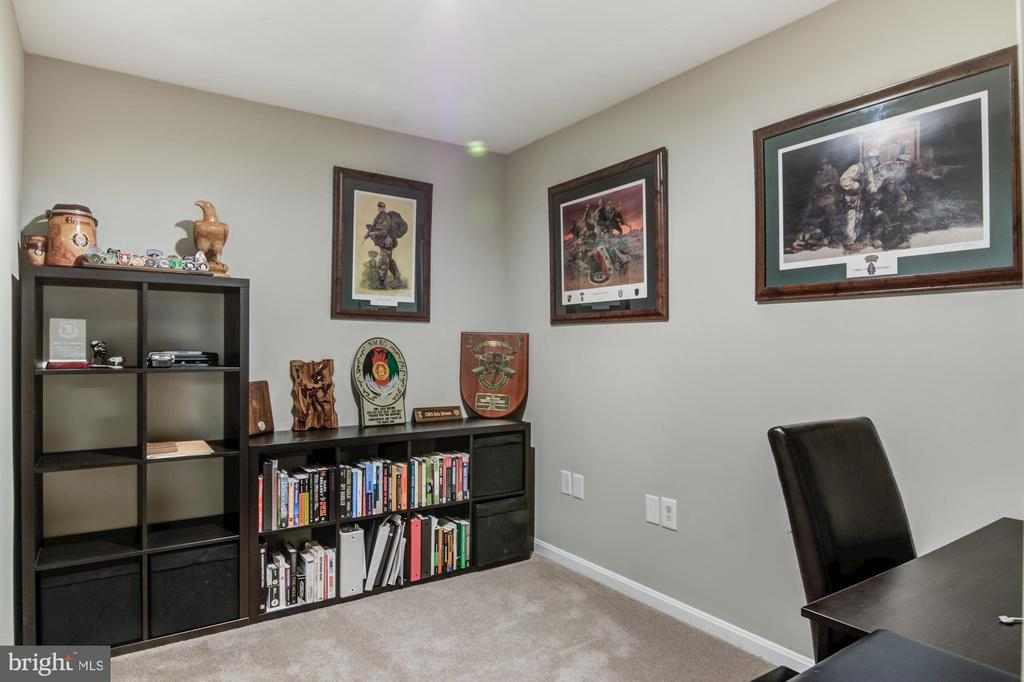 Office nook in basement - 15536 BOAR RUN CT, MANASSAS