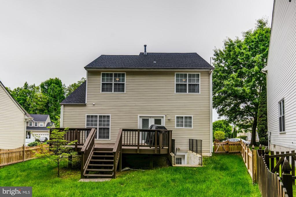 Backyard is enclosed with a fence - 15536 BOAR RUN CT, MANASSAS