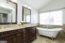 Beautifully updated Owner's En Suite - 9310 E CARONDELET DR, MANASSAS PARK