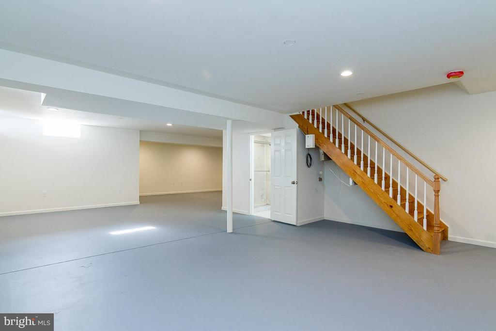 Basement ready for your design ideas, i.e man cave - 9310 E CARONDELET DR, MANASSAS PARK