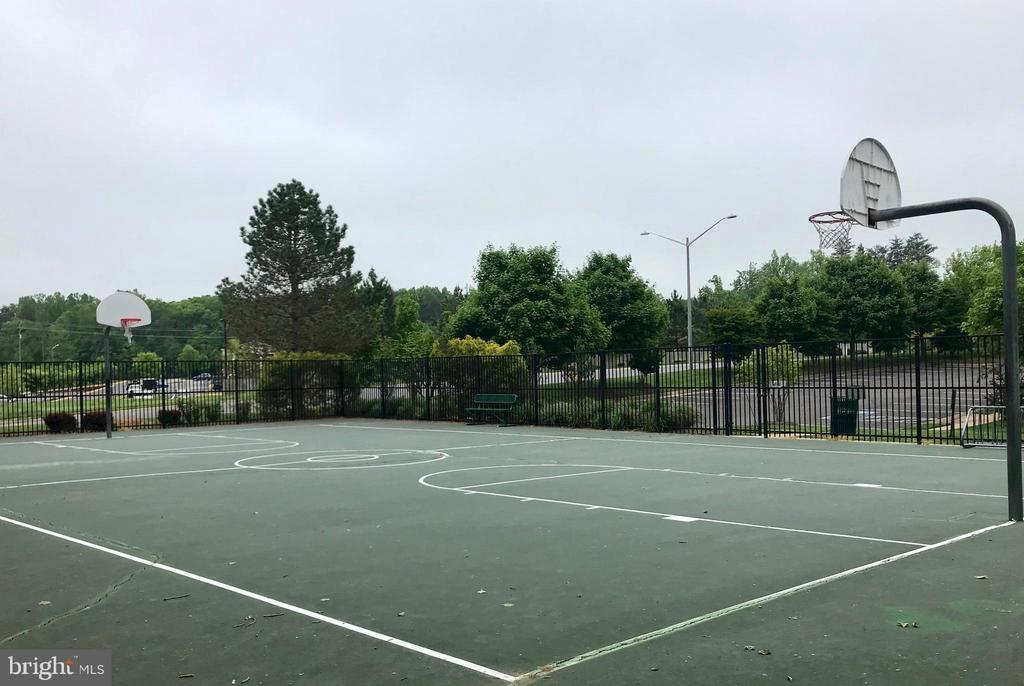 Basketball courts - 15536 BOAR RUN CT, MANASSAS