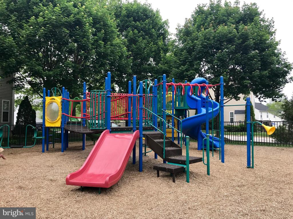 Walk to community playground - 15536 BOAR RUN CT, MANASSAS