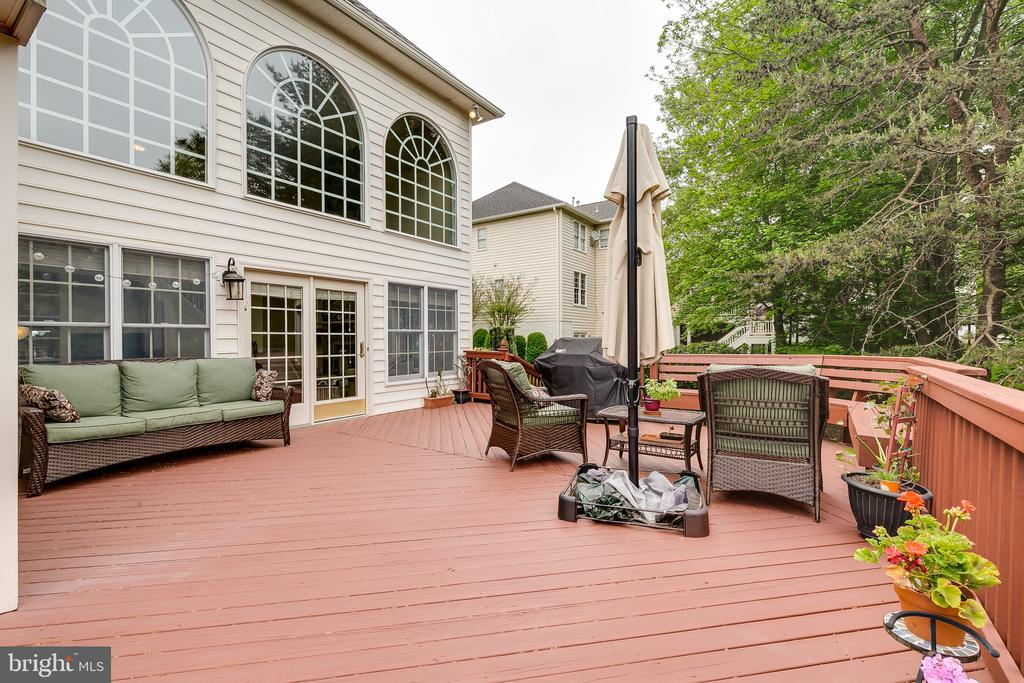 Spacious Deck - 12709 OX MEADOW DR, HERNDON