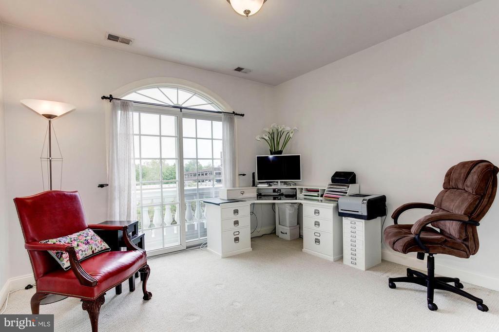 Bedroom/office ensuite - 1734 N GEORGE MASON DR, ARLINGTON