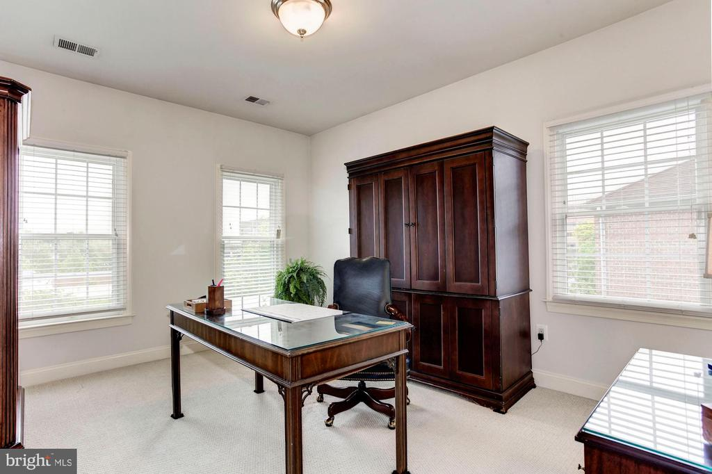 Bedroom/office en suite - 1734 N GEORGE MASON DR, ARLINGTON