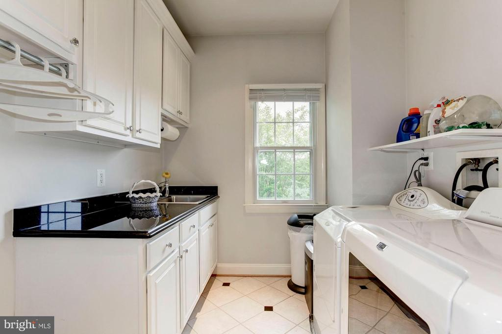 Large laundry room on upper level - 1734 N GEORGE MASON DR, ARLINGTON