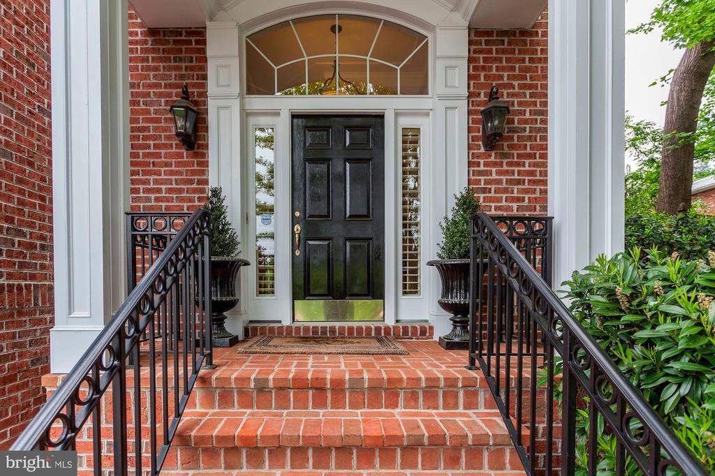 Grand entrance - 1734 N GEORGE MASON DR, ARLINGTON