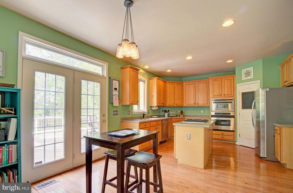 Kitchen Leads to Backyard Deck - 42834 MEANDER CROSSING CT, BROADLANDS