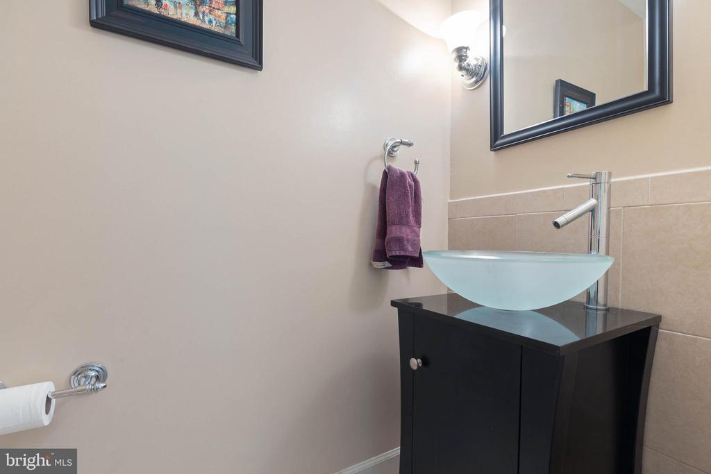 Powder Room - 15616 NEATH DR, WOODBRIDGE