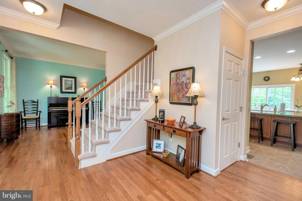 Open Foyer - 8711 LAROQUE RUN DR, FREDERICKSBURG