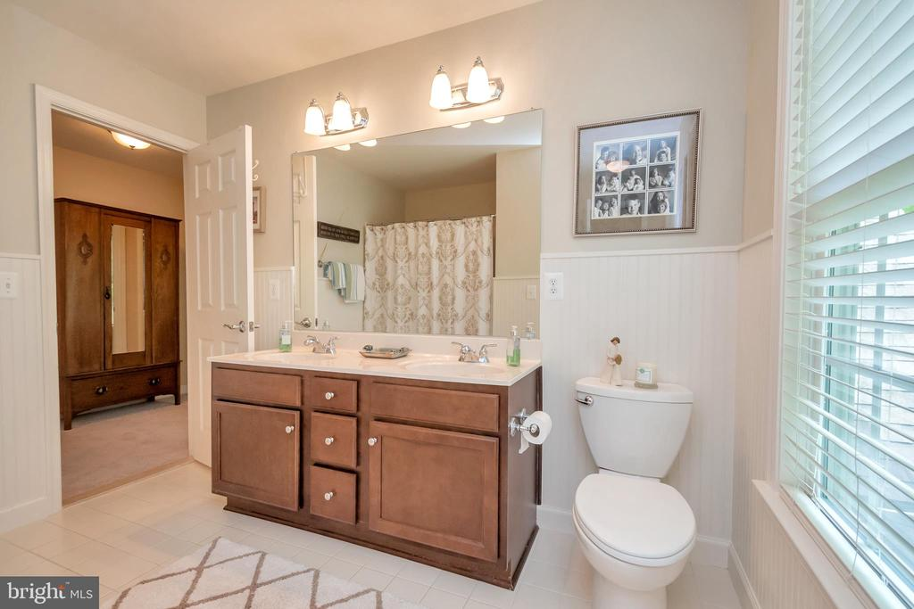 3rd bathroom connected bedroom with dbl vanities - 8711 LAROQUE RUN DR, FREDERICKSBURG