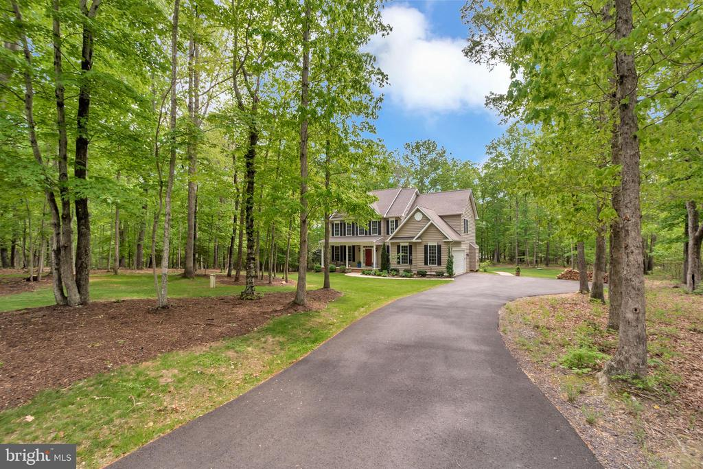 long private driveway - 8711 LAROQUE RUN DR, FREDERICKSBURG
