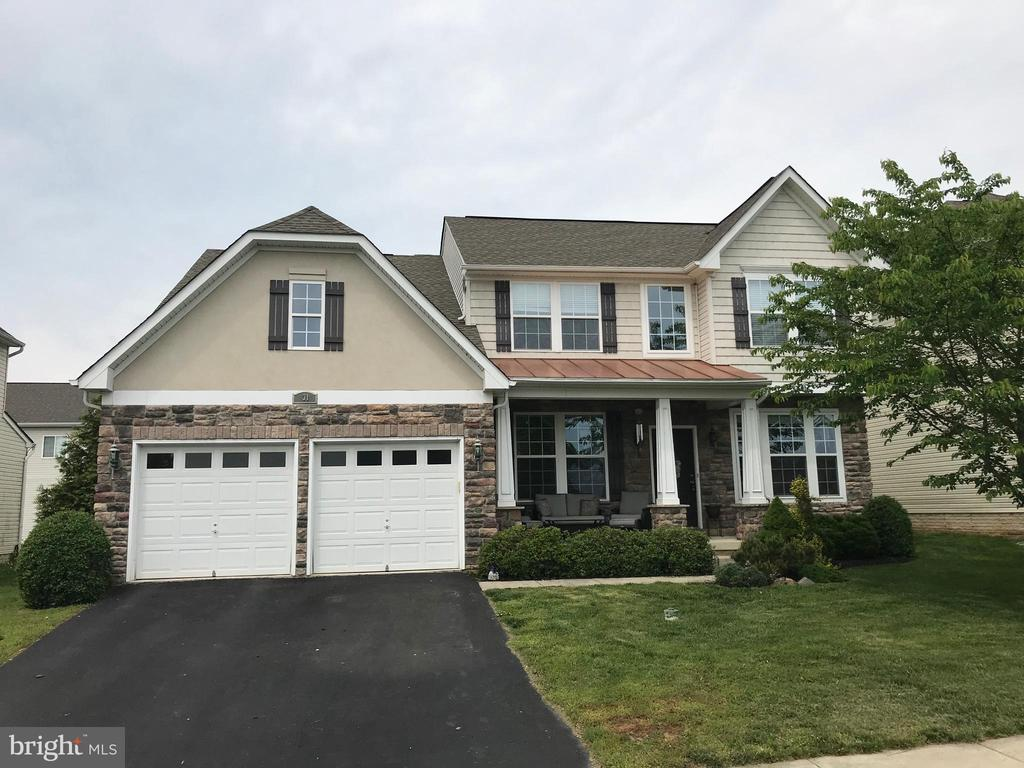 Spacious home with lovely curb appeal - 31 MINERAL SPRINGS, RANSON